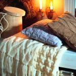 Одеяло, плед и подушки для дивана