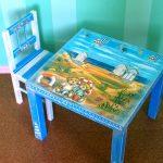 Окрашенный детский стол с столешницей в технике декупаж