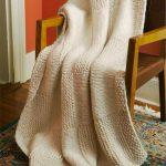Плед для кресла или дивана с простым рисунком