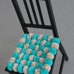Подушка на стул из помпонов