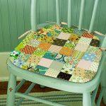 Подушка на стул из разноцветных квадратиков