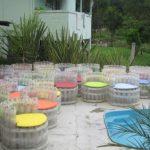 Прозрачные пуфики из пластиковых бутылок