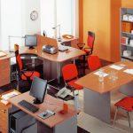 Рабочие места и зона отдыха в кабинете