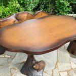 Резной деревянный стол ручной работы