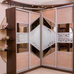 Шкаф-купе с необычными дверями