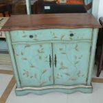Состаренный шкафчик мятного цвета