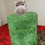Травяной круглый пуфик из бутылок