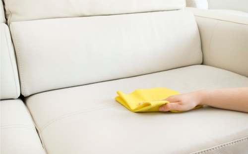 Убираем пятна со светлого дивана
