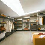 Удобное распределение мест для хранения в гардеробной
