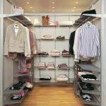 Удобное размещение одежды и обуви в гардеробной