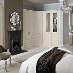 Угловой шкаф для классической спальни