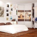 Угловой шкафчик в спальне с необычным оформлением