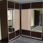 Угловой симметричный шкаф-купе