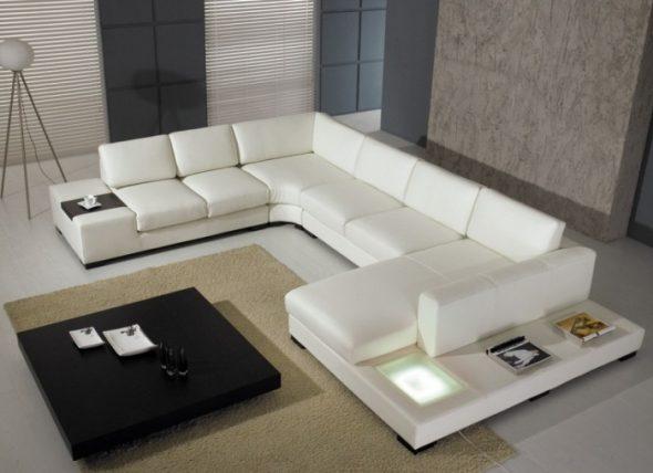 Великолепный белый диван со столиком
