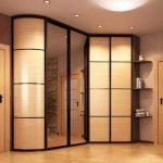 Вместительный угловой шкаф для того, чтобы спрятать все что нужно