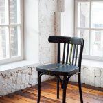 Восстановленный стул с необычным декором