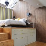 Кровать на платформе со ступеньками