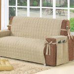 Бежевый чехол на диван, сделанный своими руками