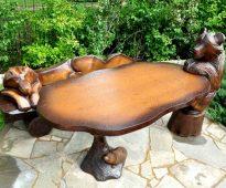 Деревянная мебель с красивым декором