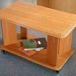 Деревянный журнальный столик прямоугольной формы