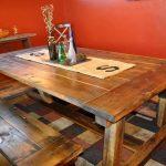 Добротный деревянный стол с лавками ручной работы
