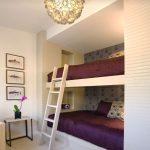 Двухэтажная кровать в нише в гостиной