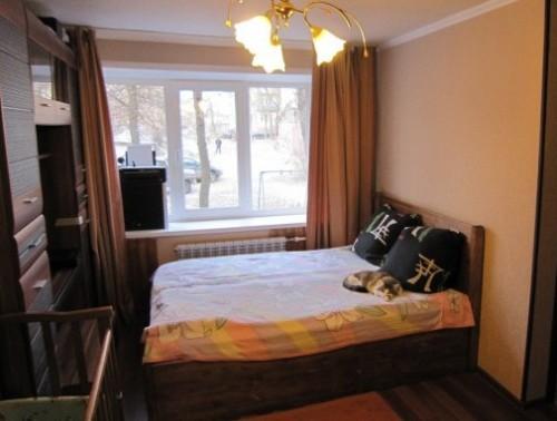 Двухспальная кровать из мебельных щитов