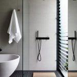 Интерьер и сантехника ванной отличаются сдержанностью и строгостью