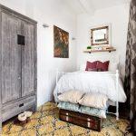 Интерьер небольшой уютной спальни