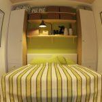 Интересный вариант для небольшой спальни
