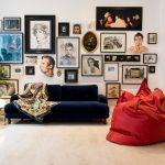 Красное кресло-мешок в гостиной