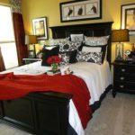 Кровать с минимумом элементов