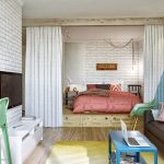 Кровать, спрятанная в нише квартиры-студии в стиле лофт