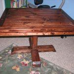 Квадратный кухонный стол на одной ножке