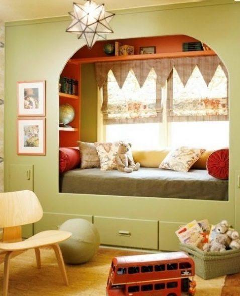 Личный уютный уголок у окна