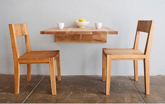 Маленький столик для двоих