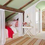 Мансарда — место, где довольно часто делают кровать в нише