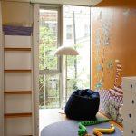 Мягкое кресло-мешок в детской комнате