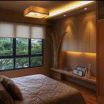 Небольшая обустроенная спальня