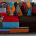 Необычное лоскутное оформление дивана своими руками