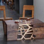 Необычный дизайн журнального стола с ажурными элементами