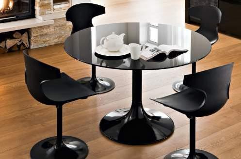 Необычный черный стол