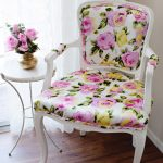 Нежный вариант нового стула в гостиную