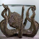 Очень необычный стол в виде осьминога