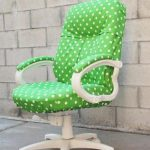 Офисное кресло в зеленом цвете