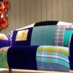 Оригинальный диван из лоскутков разных цветов