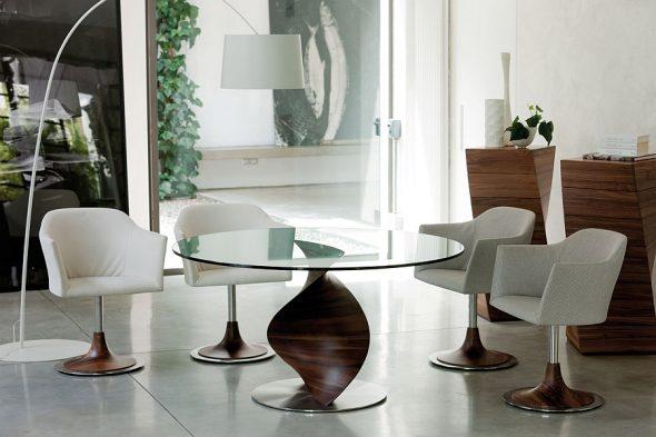 Дизайнерский стол со стеклянной столешницей