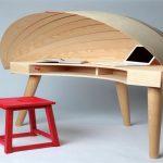 Остроумный вариант стола с капюшоном