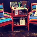 Пара задекорированных стульев в новом варианте