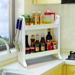 Пластиковая открытая полка на кухне